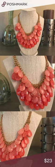 🛍 Peachy Orange Gold Beaded Statement Necklace Gold tone Boutique Jewelry Necklaces