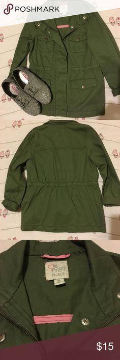 🦄 Children's Place Jacket🦄 🦄 Children's Place Army Jacket 🦄 no signs of wear Children's Place Jackets & Coats