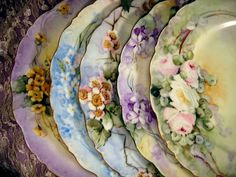 GORGEOUS hand-painted plates..  ✿ڿڰۣ