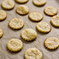Yummy Supper: HOMEMADE PARMESAN CRACKERS