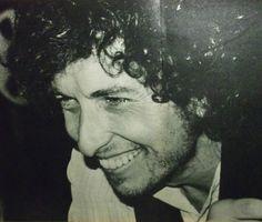 52- Bob Dylan smile