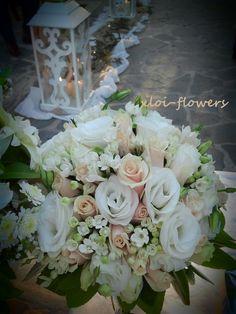 Bridal bouquet with talea roses, eustoma and bouvardia.