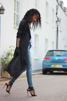 Long Black Coat Coat:  Cotton On (similar here) Jeans: Bershka (similar here)  Shoes: Giuseppe  ZanottiFashion By Style Nina