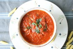 Tomatsaus/Tomato sauce - MYFOODPASSION Homemade Tomato Sauce, Thai Red Curry, Dinner, Healthy, Ethnic Recipes, Food, Homemade Ketchup, Suppers, Essen
