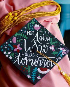 Graduation cap - Hand lettering and flowers   #graduation #graduationcap…