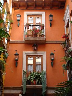 67 ideas for exterior window design ideas architecture Style Hacienda, Mexican Hacienda, Mexican Style, Spanish Style Homes, Spanish House, Mexico House, Window Design, Beautiful Architecture, House Colors