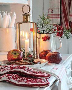 Fredagskveld venterØnsker den god for dere alle #christmas #rødtoghvitt#strikket #jul