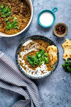 This vegan Dal Makhani is a healthier, leaner version of the popular Indian dish made with whole urad dal and kidney beans. Still incredibly rich and creamy… just a little less calorific! Dal Makhani is one Chicken Korma Recipe, Easy Chicken Curry, Chicken Recipes, Makhani Recipes, Curry Recipes, Indian Food Recipes, Healthy Recipes, Ethnic Recipes, Healthy Food