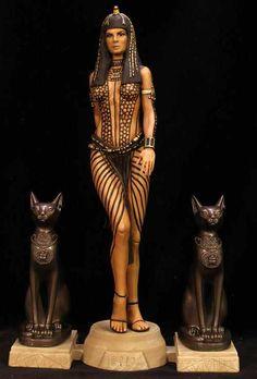 The mummy /Anck-Su-Namun Egyptian Cat Costume Egyptian Mythology, Egyptian Goddess, Egyptian Beauty, Egyptian Art, Old Egypt, Ancient Egypt, Cleopatra, Costume Prince, Mummy Movie