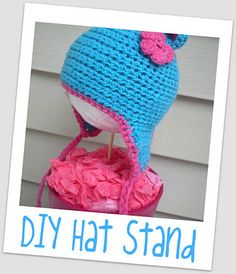 Tutus and Tea Parties: {Tutorail Thursday} DIY Hat Stand for Craft Fairs/Photos Headband Display, Hat Display, Craft Booth Displays, Craft Show Booths, Craft Show Ideas, Display Ideas, Booth Ideas, Diy Ideas, Balloon Hat