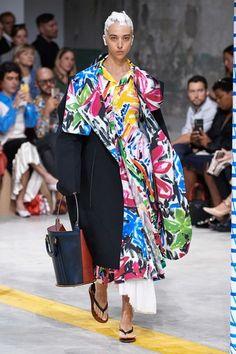 Marni Spring 2020 Ready-to-Wear Fashion Show Collection: See the complete Marni Spring 2020 Ready-to-Wear collection. Look 31 College Fashion, Fashion Week, Fashion 2020, Spring Fashion, Fashion Show, Women's Fashion, Style Couture, Couture Fashion, Latest Fashion Trends