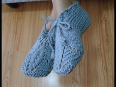 .........Oficina da Regina.......: Sapato em tricô com folhas feito com duas agulhas.