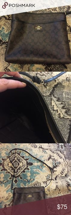 Coach messenger style crossbody bag Coach messenger style crossbody bag.. excellent condition only used once. Coach Bags Crossbody Bags