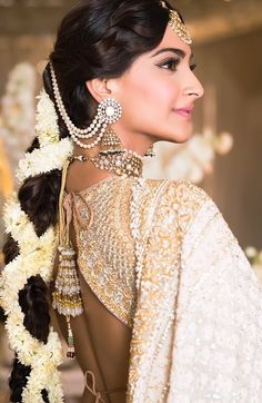 Ideas For Indian Bridal Hair Style Updo Sonam Kapoor Wedding Looks, Bridal Looks, Sonam Kapoor Wedding, Mehndi Ceremony, Wedding Ceremonies, Indian Wedding Hairstyles, Mehndi Hairstyles, Bride Hairstyles, Trendy Hairstyles