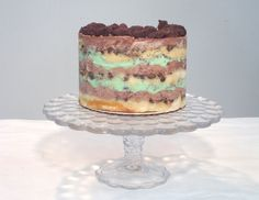 Momofuku Milk Bar Mint Cookies N' Cream Cake Recipe and How To's Momofuku Recipes, Momofuku Cake, Momofuku Milk Bar, Chocolate Chip Cake, Mint Chocolate, Chocolate Cookies, Cookies N Cream Cake Recipe, Mint Cookies, Cakes Made With Buttermilk