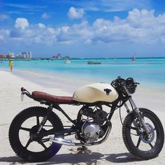 """Dennis Schoneveld on Instagram: """"After a few weeks of blood, sweat and hard work (mostly sweat though, Aruba is hot) I can finally say that my bike is done! #caferacer #yamaha #ybr125 #aruba"""""""