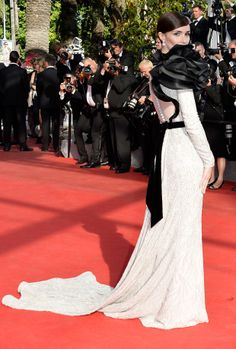 Paz Vega in a dramatically chic dark romantic Ralph Russo Couture gown at the Red Carpet during Film Festival 2014 Ralph And Russo, Cannes Film Festival, Red Carpet Fashion, Bridal Dresses, Gowns, Couture, Formal Dresses, My Style, Backless Dresses