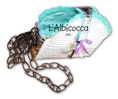 https://www.facebook.com/LAlbicocca Borsa fatta di pagine di rivista. Bordino a crochet. Interno in cotone. Bag - handmade - crochet - newspaper