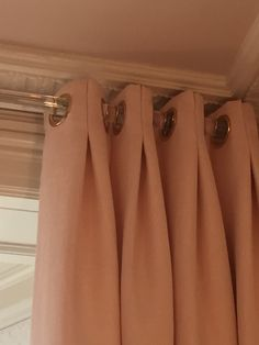 Eyelet curtains combination. Middle part sewn to make to create a nice and elegant pleat. Awesome design!