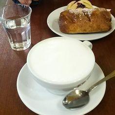 Colazione di ieri mia e della mia amica☺☺ (per me era la seconda colazione della giornata) #breakfast#dersut#croissants#marmellata#cioccolato#cappuccino#derciok#coffee#panna#cacao#food#foodporn#snack#si#mangia#morning#photo#followme#instapic
