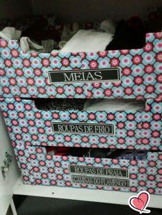Caixas de frutas decorada para organizar o closet