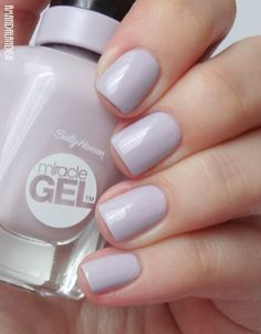 "Sally Hansen ""All Chalked Up"" - cool grey-toned lilac - #Miracle Gel nail polish / lacquer / vernis, swatch  / manicure"