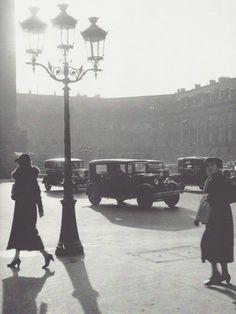 Deux femmes place Vendôme, Paris, 1934