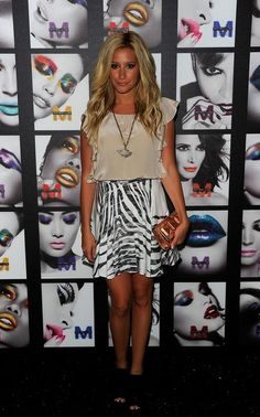 Ashley Tisdale was spotted using Kelly Locke Mini Bardot Clutch at Mercedes Benz Fashion Week on Sempetember Star Fashion, Fashion Show, Spring Fashion, Autumn Fashion, Global Style, Ashley Tisdale, Mara Hoffman, Work Inspiration