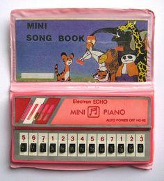 Mi pequeño piano Que pasaba horas y horas jugando  Inma