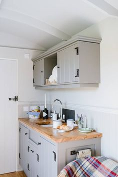 The Poachers Hut - Shepherd Huts in Norfolk from The English Shepherds Hut Co. Tiny House Living, Small Living, Rustic Kitchen, Kitchen Dining, Beach Hut Interior, Shepherds Hut, Gypsy Wagon, Tiny Spaces, Kitchenette