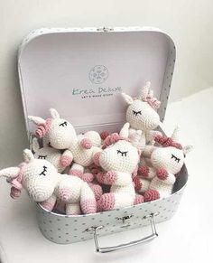 A suitcase full of little unicorns This is an original pattern (in English using American terminology) to create your own sweet little unicorn called Aurora. Crochet Diy, Crochet Patterns Amigurumi, Amigurumi Doll, Crochet Crafts, Crochet Dolls, Yarn Crafts, Crochet Projects, Unicorn Party, Unicorn Birthday