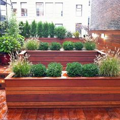 DIY Planter Box ...add trellis and grow privacy up trellis...in stead of fence