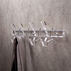 Appendiabito a parete componibile in plexiglass è completo del kit viti e tasselli per il fissaggio a muro. #design #plexiglass #arredo #arredamento #LuceSolida