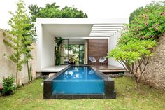 Cores fortes, ladrilhos antigos e piscina integrada são destaques de casa no México - Casa e Decoração - UOL Mulher