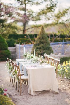 Tulip inspired table: http://www.stylemepretty.com/little-black-book-blog/2014/10/03/english-garden-wedding-inspiration-shoot/ | Photography: Booth - http://www.boothphotographics.com/