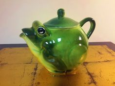FROG TEAPOT Large Sized Green Amphibian Vintage Kitchen Decor Heavy Glaze