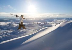 Skiing in Åre, the largest winter sports resort in Sweden. A man holding his skis on his shoulder walks through deep powder snow. Sweden Places To Visit, Visit Sweden, Places To See, Bergen, Train Ticket Booking, Budget Flights, Sweden Travel, Lappland, Winter Scenes