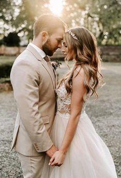 Wedding Couples, Wedding Bride, Wedding Ideas, Wedding Night, Ideas For Wedding Pictures, Wedding Family Poses, Wedding Makeup, Unique Wedding Poses, Funny Wedding Poses