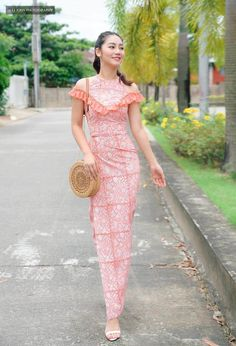 Traditional Dresses Designs, Traditional Outfits, Myanmar Dress Design, Myanmar Traditional Dress, Kebaya, Silk Dress, Blouse Designs, New Look, Designer Dresses