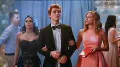 Meet Betty, Veronica, Cheryl, and more from The CW's upcoming Archie Comics series Riverdale. Will you watch the new show? Riverdale Gifs, Riverdale Betty, Riverdale Archie And Betty, Newest Tv Shows, New Shows, Stranger Things, Archie Betty And Veronica, The Vampires Diaries, Riverdale Characters
