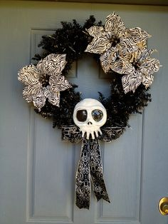 Nightmare Before Christmas Skull by ZombieStudios on Etsy Halloween Trees, Halloween Town, Halloween Crafts, Holiday Crafts, Holiday Fun, Halloween Decorations, Christmas Decorations, Halloween Christmas, Holiday Decor