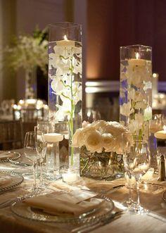 украшение свадебного зала свечами и розами