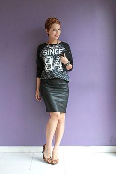 Saia lápis e moletom  Pencil skirt outfit http://www.derepentetamy.com/2014/04/30/look-dia-moletom-e-saia-lapis/
