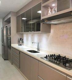 Cozinhas pequenas: 100 ideias de decoração para aproveitar o espaço Kitchen Room Design, Modern Kitchen Design, Kitchen Interior, Kitchen Decor, Modern Kitchen Cabinets, Kitchen Furniture, Cool Kitchens, Kitchen Remodel, Sweet Home