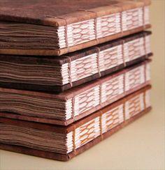 Handmade Journals, Handmade Books, Handmade Crafts, Handmade Rugs, Bookbinding Tutorial, Bookbinding Ideas, Book Spine, Handmade Headbands, Scrap