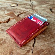 Esta es mi creación favorita en cuero hasta la fecha, es un portadocumentos/monedero. Ojalá les guste! • #cuero #leather #portadocumentos #cardholder #edc #monedero #coinpouch #leathereork #craft #arte #diseño #disign #artesania #amano #hechoamano #stitch #stitching #stitched #handstitched #handstitchedleather Edc, Zip Around Wallet, Card Holder, Cards, Instagram, Coin Purse, Calendar Date, Leather, Hand Made