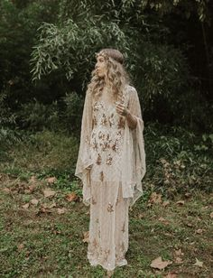 Of the Earth: Salt, Crystals, and Rose Gold Rounded Out this Eclectic Elopement Inspiration - Green Wedding Shoes Rose Gold Wedding Dress, Boho Wedding Shoes, Gypsy Wedding, Western Wedding Dresses, Bohemian Wedding Dresses, Green Wedding Shoes, Bridal Dresses, Forest Wedding, Chic Wedding