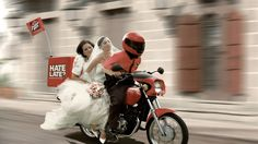 pizza hut ad, motorcycle, people - http://www.wallpapers4u.org/pizza-hut-ad-motorcycle-people/