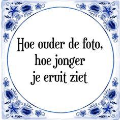 Spreuk Hoe ouder de foto, hoe jonger je eruit ziet Jokes Quotes, Qoutes, Life Quotes, Funny Fails, Funny Jokes, Aperture Photography, Dutch Quotes, Funny Picture Quotes, One Liner