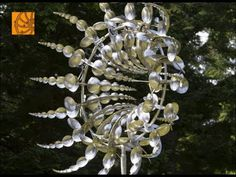 ▶ Perfect Kinetic Art - OCTO by Anthony Howe - YouTube